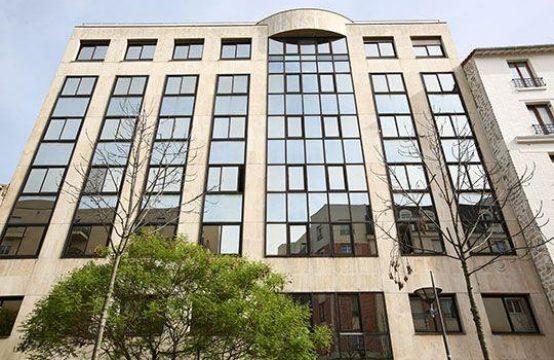 Bureaux à Louer Issy-les-Moulineaux div. à partir de 115 m²